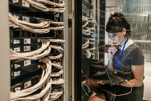 what is a computer server